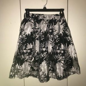 Super cute black and white printed skirt! Worn 3x